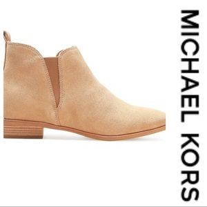 💕SALE💕Michael Kors Taupe Suede Ankle Boots